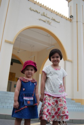 The two sisters in front of Masjid Sultan Muhammad Kuala Lipis