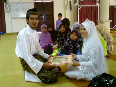 Sheilla and Saiful after the aqad nikah